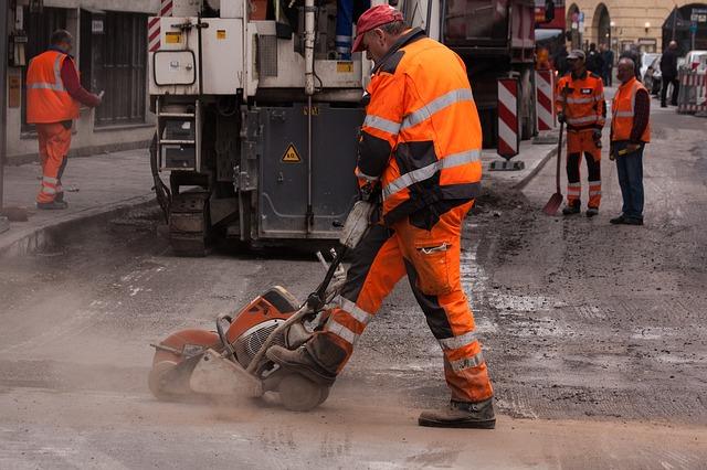 Pracownik musi znać zasady stosowania odzieży roboczej na stanowisku pracy