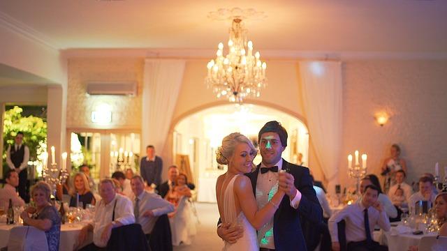 Fotobudka na wesele – najpopularniejsza atrakcja uroczystości