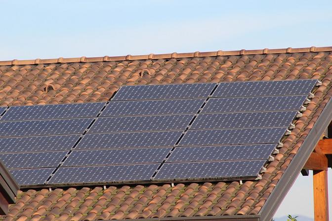 O historii i panelach słonecznych słów kilka