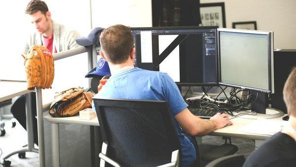 Pomagam tacie przy naprawach i serwisie laptopów