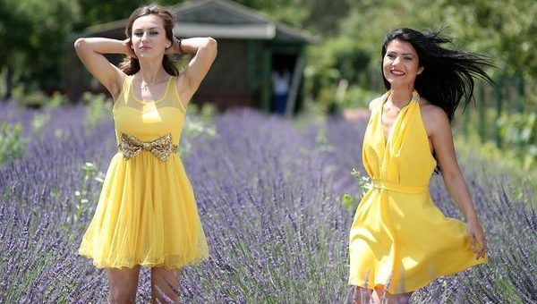 Efektowna sukienka na wesele