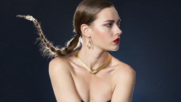 W tym sezonie modne są kolczyki ze złota