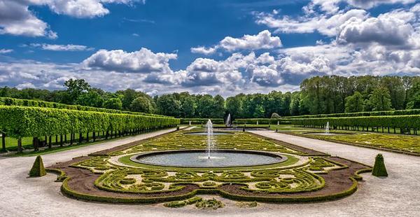 Urządzanie niepowtarzanych ogrodów w Warszawie