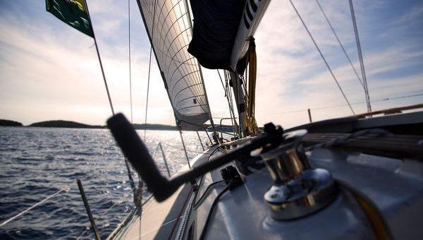 Urlop na Mazurach – wynajem łodzi bez patentu