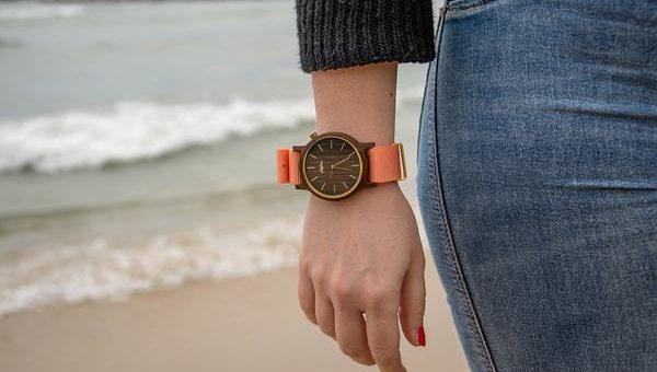 Gustowny zegarek drewniany