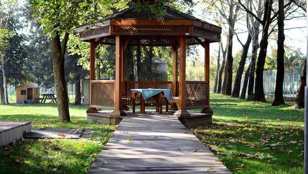 Piękne altanki drewniane