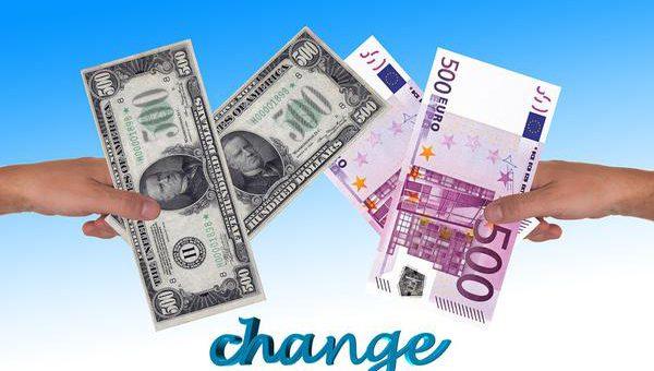 Gdzie w Warszawie znajdę aktualne kursy walutowe?